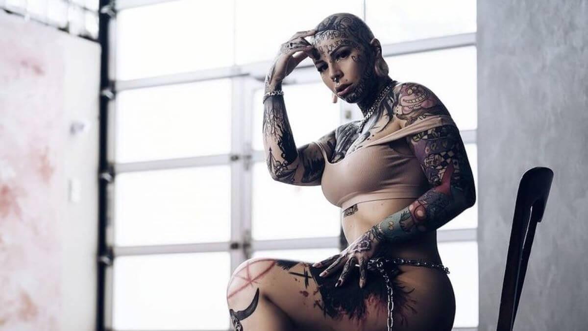 Lisa Amputee Tattoo model