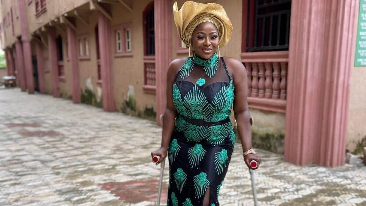 Doris Akonanya on crutches
